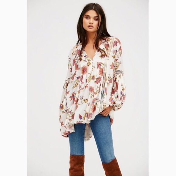f7e511f6242 Free People Tops - {Free People} Just the Two of Us Floral Tunic